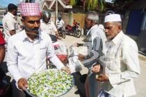 ஹிஸ்புல்லாவுக்கு அமைச்சுப் பதவி கிடைத்ததை, அவரின் ஆதரவாளர்கள் இனிப்பு வழங்கிக் கொண்டாடினர்