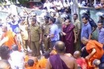 சரணடைந்த நான்கு பௌத்த பிக்குகள் நீதிமன்றில் ஆஜர்