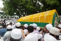 அஸர் தொழுகையின் பின்னர், அலவி மௌலானாவின் ஜனாஸா நல்லடக்கம்