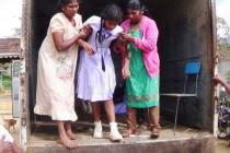 குளவி கொட்டிய 20 மாணவர்கள், வைத்தியசாலையில் அனுமதி