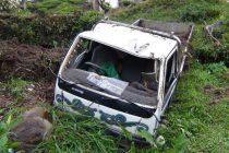 டிப்பர் லொறி பள்ளத்தில் வீழ்ந்ததில், 03 பேர் படுகாயம்