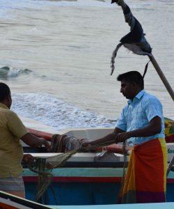 செயல்படாத துறைமுகம்: கடல் அரிப்பால் அவதிப்படும் மக்கள்