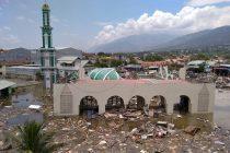 இந்தோனேசியா: நிலநடுக்கம், சுனாமியில் சிக்கி 384 பேர் பலி