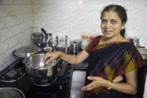 ரொக்கெட் பெண்: வீட்டில் சமையல்; அலுவலகத்தில் செவ்வாய் கிரக ஆராய்ச்சி