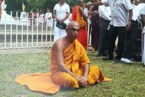 உண்ணா விரதத்தை முடித்த ரத்ன தேரர், வைத்தியசாலைக்கு விரைவு